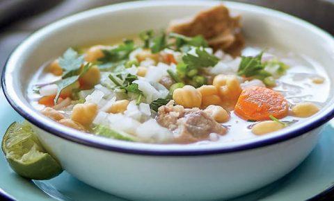 Caldo de res con chambarete y arroz