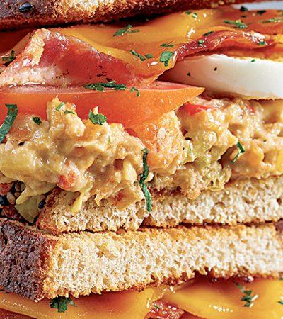Club sándwich de atún dos versiones