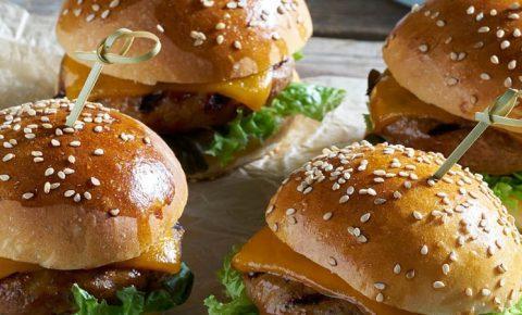 Mini hamburguesas de sirloin con cheddar