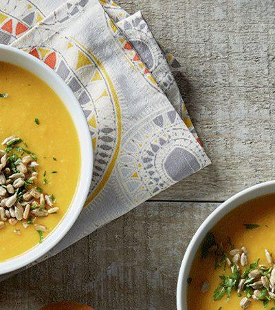 Sopa de calabaza y jengibre con semillas de girasol