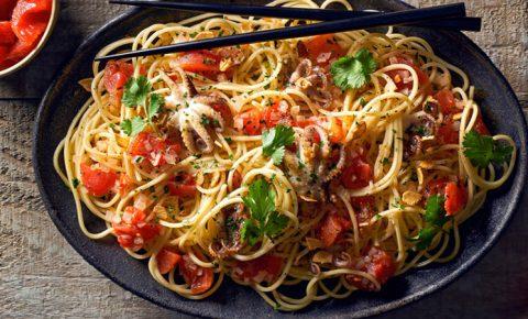 Spaghetti con pulpo al mojo de ajo