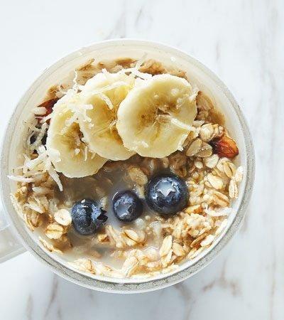 Avena y cereales de desayuno en taza