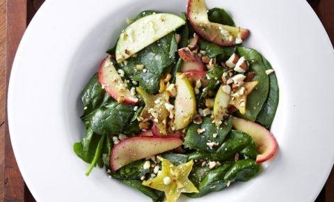 Ensalada de espinacas y manzanas salteadas