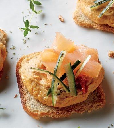pan con salmon y hummus