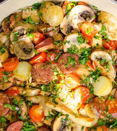 Cacerola de hongos con chorizo y tomate