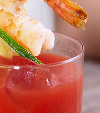 Caldo de Camarón con jugo de tomate y almeja