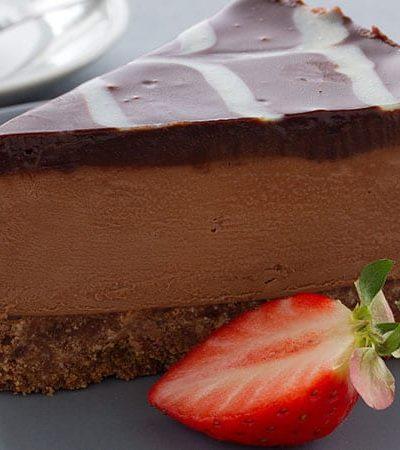 Cheesecake de chocolate y fresas