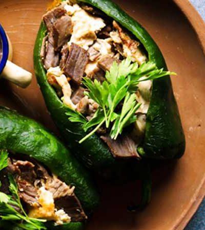 Chiles Rellenos de Cecina con Salsa de Frijol