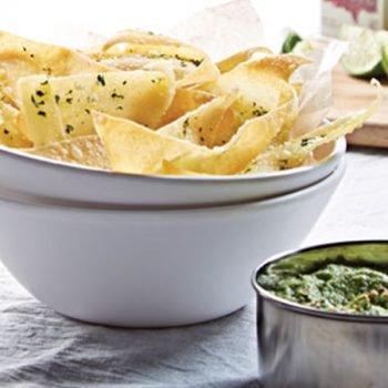 Chips orientales con dip de wasabi