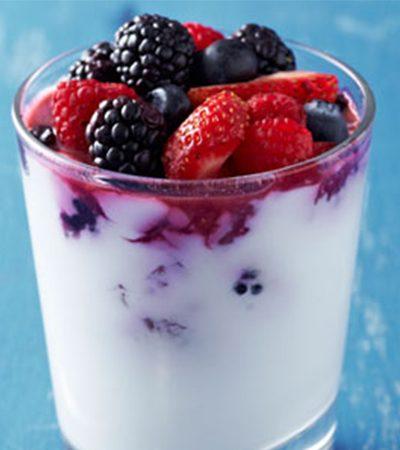 Compota de frutos rojos sabor vainilla y cótricos con yogurt