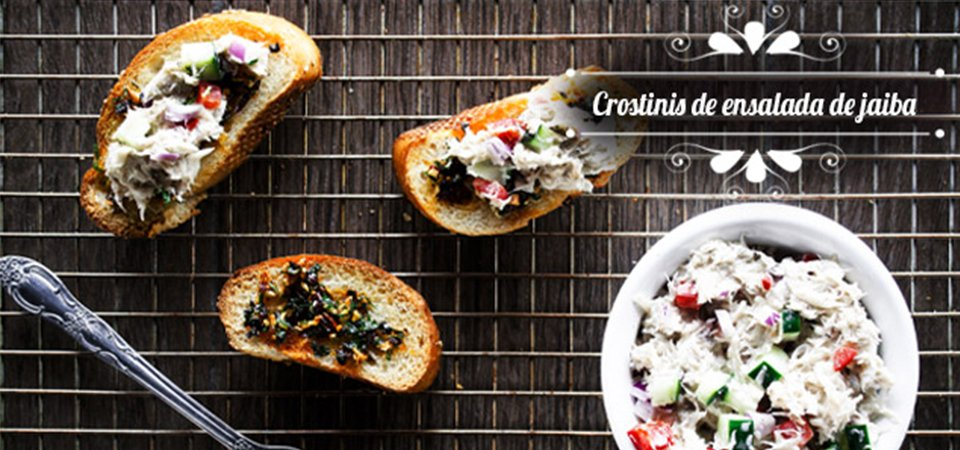 Crostinis de ensalada de jaiba