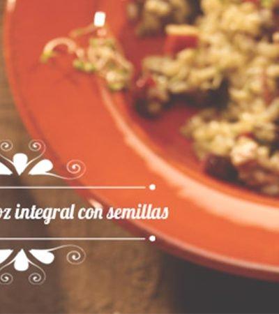 Ensalada de arroz, piña y semillas