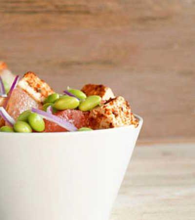 Ensalada de toronja con edamames/chícharo y tofu/pollo al chipotle