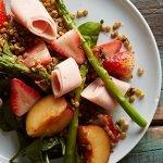 Ensalada de fresas con espinacas y germinado de lentejas