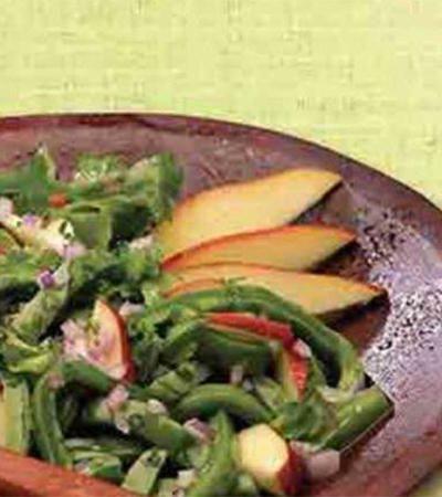 Ensalada de nopales y manzana con vinagreta de orégano