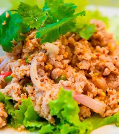 Ensalada thai de pepino con pavo molido