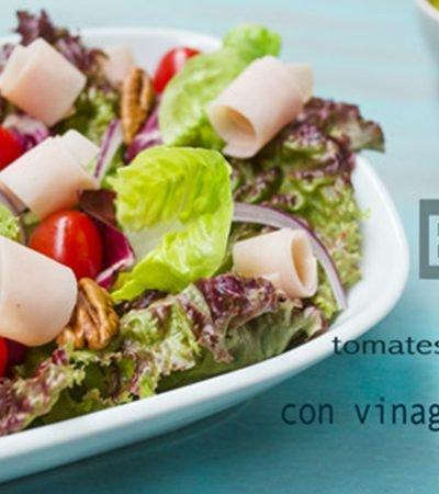 Ensalada de tomates y pechuga con vinagreta de cilantro