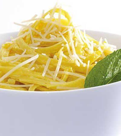 Fettuccine al azafrán con  parmesano