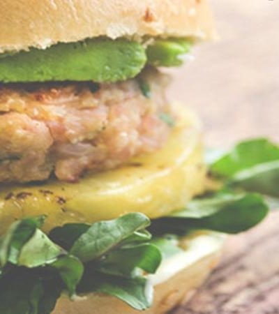 Mini hamburguesas de jamón y piñas a la parrilla