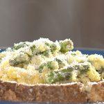 Huevos Revueltos con Espárragos y Parmesano