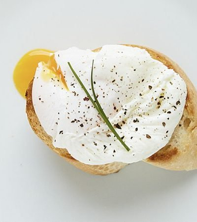 huevos-pochados-paso
