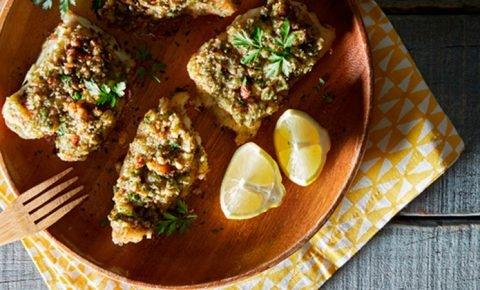 lomitos de pescado con crust de almendras y perejil