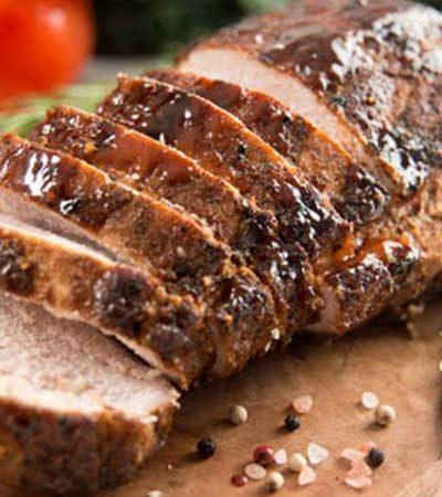 Lomo de cerdo mechado en salsa poblana