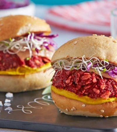 Mini hamburguesas picantes con queso fundido