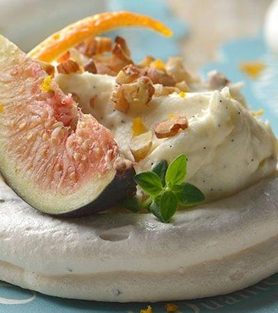 Mini pavlovas con higos y crema de queso