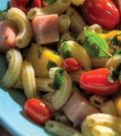 Pasta con albahaca y vegetales