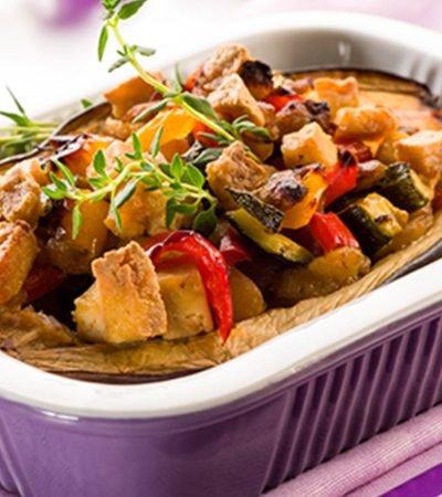 Pimientos rellenos de pasta y vegetales al tomillo
