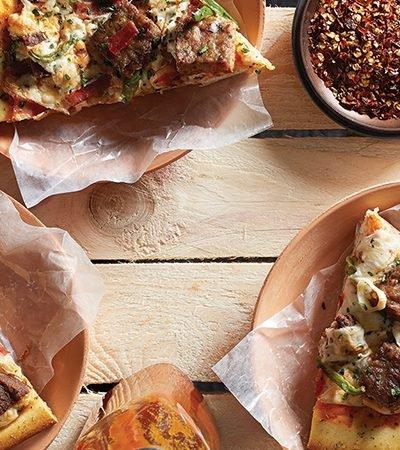 Pizza mexicana con tocino crujiente y jalapeño