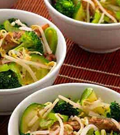 Pollo asado con brócoli y calabazas