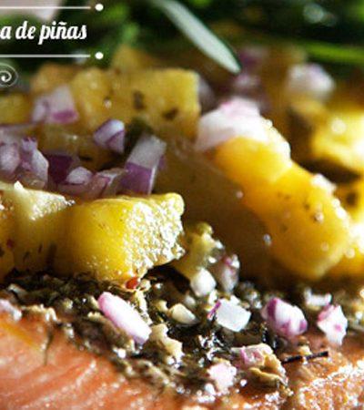 Salmón al horno con salsa de piña y chile de árbol