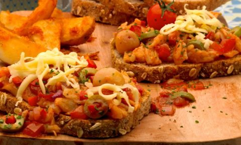 Sándwich abierto de bacalao