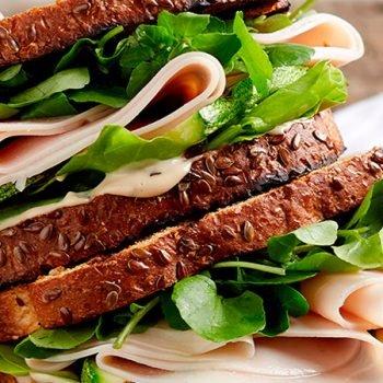 Receta sandwich de pechuga de pavo y calabazas con mayonesa de balsamico recetas chef oropeza