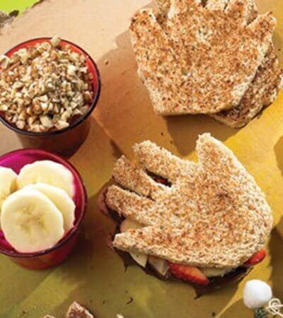 Sándwich en forma de mano