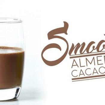 Smoothie de almendras, cacao y coco