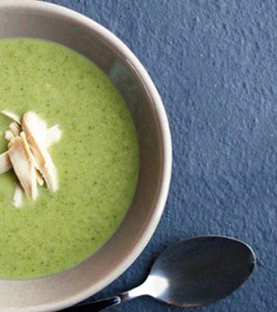 Sopa de brócoli y curry verde