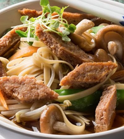 Sopa oriental con res