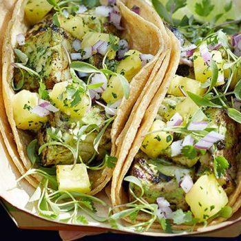Tacos de pescado estilo thai con salsa de cilantro