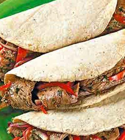 Tacos de fajitas de bistec y pimiento