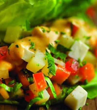 tacos de lechuga con salsa de jalapeño