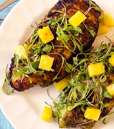 Tacos de pescado o pollo con salsa de cilantro