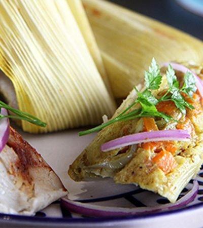 Tamales de pollo al chipotle y zanahorias al curry