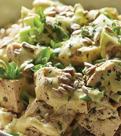 Tazón de pollo cremoso con manzanas y arroz integral