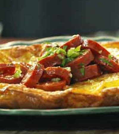 Tortilla española con chile serrano y chorizo