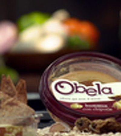 Triángulos de pan pita y Obela