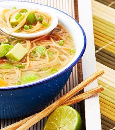 Sopa de fideo a los cuatro chiles