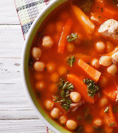 Sopa de garbanzos y caldo de tomate